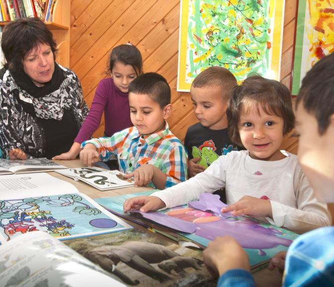 Småbørn der har flygtningebørn