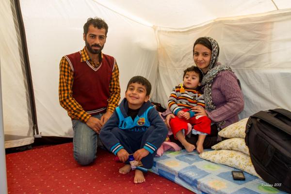Swar og hendes familie i deres telt
