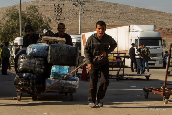 Dreng flygter ud af Syrien